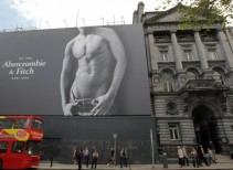 abercrombie-and-fitch-billboard-college-green-390x285